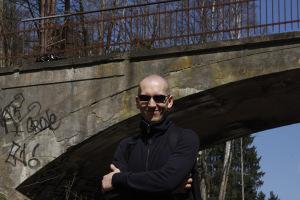 Niżej podpisany pod Mostem Weisera (fot. Henryk Jursz)